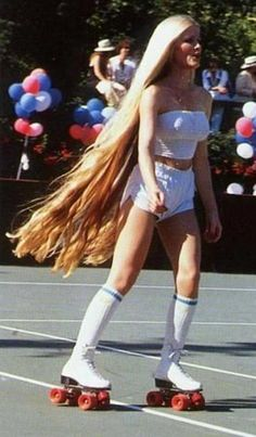 """some googling of """"long-haired roller skating girl"""", I eventually find out the girl was Debra Jo Fondren, playmate of the year 197 70s Fashion, Vintage Fashion, Latest Fashion, Fashion Styles, Korean Fashion, Fashion Trends, Mode Disco, 70s Mode, Roller Disco"""