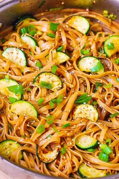 Delicious Thai Zucchini Noodles - fettuccine pasta with a homemade, spicy Thai sauce, topped with toasted sesame seeds. The sauce is made with honey, Thai red curry paste, and soy sauce (or use Tamari sauce). Thai Recipes, Asian Recipes, Vegetarian Recipes, Dinner Recipes, Cooking Recipes, Healthy Recipes, Freezer Recipes, Freezer Cooking, Chinese Recipes