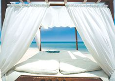 could you imagine laying under this on the beach?  ahhhhh!