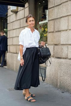 Flawless Summer Outfits Ideas For Slim Women That Looks Cool - Oscilling Fashion Over 50, Look Fashion, Paris Fashion, Trendy Fashion, Fashion Trends, Trendy Style, Fast Fashion, Spring Fashion, Chic Summer Style
