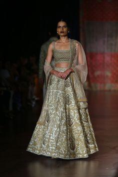 #ICW #AICW #AICW2015 #fdci #sunar #RimpleandHarpreet #bridal #Indian #heritage #royal #mughal #highongold #lehenga #indianwedding #weheartit #elegant #intricate #bridesmaids #fantasy #wow #musthave
