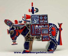 Tradicional Espantapájaros de Sargadelos. Burro de Sargadelos decorado con los colores más típicos de la cerámica. FABRICA DE SARGADELOS, Cervo-LUGO- Galicia-SPAIN