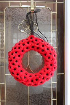 Happy Canadian Home: Remembrance Day Wreath Remembrance Day Activities, Remembrance Day Poppy, Valentine Day Wreaths, Valentines, Glasgow, Fall Crafts, Arts And Crafts, Poppy Wreath, Poppy Craft