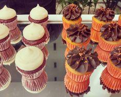 Cupcakes de cenoura com ganache de chocolate e base de beterraba com marshmallow  #cupcake #bolodecenoura #marshmallow