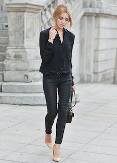 黒シャツx黒パンツ