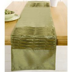 Pippa Green Table Runner £7 - (already have a nice plum/aubergine runner and placemats for when I am feeling in a contrast mood)
