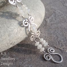 I'm thinking of placing a flat lentil or flat mother of pearl in the center of this link. Hammered Swirl Link Bracelet | JewelryLessons.com