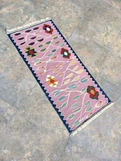 Great Cost-Free bohemian Pink Rugs Suggestions When you're decorating an area it's hard to know where you can begin. Usually, which means choos Star Rug, Cleaning Items, Small Rugs, Oriental Rug, Kilim Rugs, Rug Runner, Vintage Rugs, Bohemian Rug, Hand Weaving