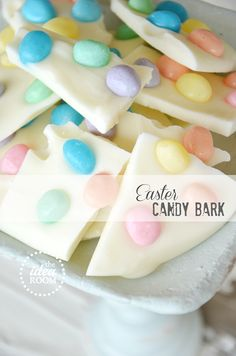 Easter Candy Bark | theidearoom.net