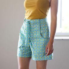 Kolejna lekcja szycia z Burdą: szorty z wysokim stanem, z kieszeniami i paskiem i jak zwykle kolorowo :) - - - - - - - - - - - - - Next sewing lesson with Burda! High waisted shorts wiht pockets and belt  #Shorts #highwaisted #Burda #sewing #szorty #wysokistan #szycie
