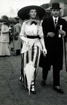 At the races, 1912