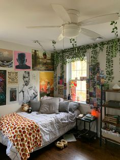 Indie Bedroom, Indie Room Decor, Room Design Bedroom, Room Ideas Bedroom, Bedroom Inspo, Chill Room, Cozy Room, Retro Room, Aesthetic Bedroom