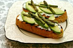 Roasted Asparagus and Avocado Toast With Goat Cheese