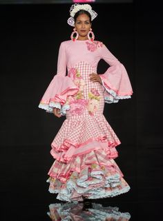 Semifinal We Love Flamenco 2016 Cowgirl Style Outfits, Spanish Dancer, Flamenco Dancers, Spanish Fashion, Anime Art Girl, Pastel Pink, Our Love, Girly, Fashion Outfits