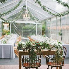 Une décoration de chapiteau bucolique, mariage pluie, décoration tente mariage