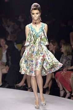 See the complete Christian Dior Resort 2008 collection.