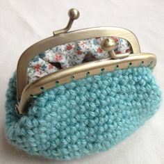 Crochet Coin Purse - adorable! Been on the hunt for a cute coin purse ever since I lost my fish-shaped one in Portugal :(