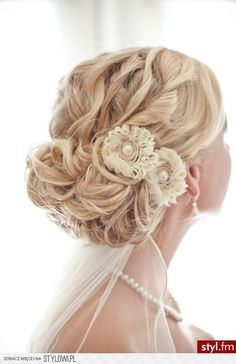 Fryzury ślubne włosy: Fryzury Długie Ślubne Kręcone Kok