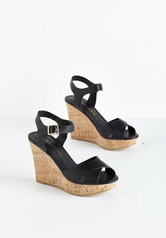 Par for the Corks Wedge in Black. Make an entrance in these fabulous black wedges, and it will come as no surprise when youre greeted with a sea of compliments! #black #modcloth