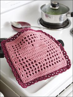 Crochet - The double layer of this pretty heart filet hot pad protects hands and tabletops. This e-pattern was originally published in Crochet World magazine. Size: 10 x 10 Made with medium (worsted) weight yarn and size hook. Crochet World, Crochet Home, Love Crochet, Crochet Crafts, Crochet Projects, Diy Crafts, Filet Crochet, Crochet Motif, Crochet Doilies