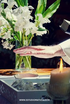 Bendición de denarios Matilda, Glass Vase, Table Decorations, Furniture, Home Decor, Decoration Home, Room Decor, Home Furnishings, Home Interior Design