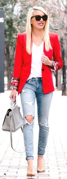 En esta ocasión me gustaría compartir con todas las chicas 25 outfits con blazers rojos, demostrándoles todas estas maneras diferentes en las que puedes combinar esta prenda tan favorable para muchas…MaisMais Relogio Dourado Feminino हमारे ब्लॉग का उपयोग अधिक जानकारी https://storelatina.com/portugal/relogios #travel #Португалия #travelling #Portugali