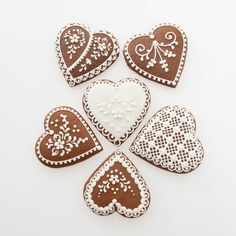 Gingerbread Hearts Box: Choose your favourites! Valentines Food, Valentine Cookies, Gingerbread Decorations, Gingerbread Cookies, Christmas Hearts, Christmas Cookies, Biscuits, Holiday Pops, Ginger Cookies