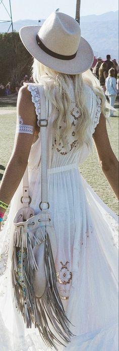 robe boheme chic blanche capeline blanche silhouette allongée