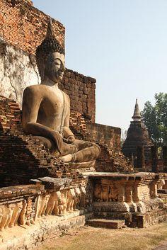sukkothai_wat mahathat by gepiblu, via Flickr