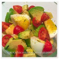 ENSALADA MAÑANERA Una combinación deliciosa de huevo con aguactae y jitomate.