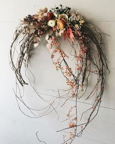 Blumenfotografie- Blumenfotografie- wreaths - behind-the-scenes — The Marion House BookArtprint Patentante // Blumenkranz / Taufe Diy Wreath, Door Wreaths, Grapevine Wreath, Wreath Making, Wreath Ideas, Autumn Wreaths, Christmas Wreaths, Christmas Decorations, Dried Flower Wreaths