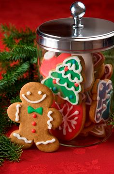 Cozy Christmas-Gingerbread man next to a cookie jar filled with Christmas cookies. Easy Gingerbread Cookies, Christmas Gingerbread, Noel Christmas, Christmas Goodies, All Things Christmas, Winter Christmas, Gingerbread Village, Best Holiday Cookies, Holiday Cookie Recipes