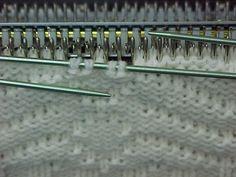 Knitting bobbles on the knitting machine