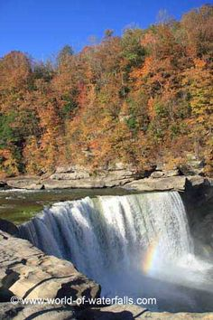 View from one of the closest overlooks of Cumberland Falls, Daniel Boone National Forest / McCreary County / Whitley County, Kentucky, USA