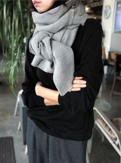 Fashion Inspiration - Must Have Grey Scarf by Cool Chic style Fashion Fashion Mode, Minimal Fashion, Look Fashion, Womens Fashion, Minimal Chic, Fall Fashion, Mode Style, Style Me, Estilo Hippy