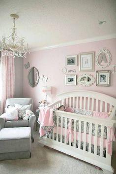 Dormitorio de bebé con glamour en rosa y gris