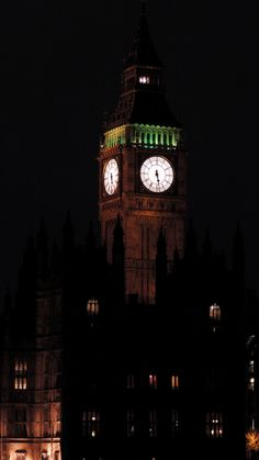 Building . Clock . Lights . Architecture . Night | Westminster Palace, Westminster, London, United King ~ Ph. Dani Carvalho