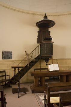 Bayonne (Pyréénes Atlantiques) Temple protestant - Chaire à prêcher en bois…