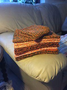 Karklude, strikket i halvpatent med dobbelt bomuldsgarn, som var på vej til at blive kasseret pga umoderne farver.
