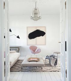Learn how to mix old with new in your home decor - antiques and modern elements in the bedroom, kitchen, living room and dining room.