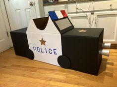 Cardboard Crafts Kids, Cardboard Play, Cardboard Boxes, Kids Crafts, Kids Police Car, Police Cars, Kids Parade Floats, Cars Preschool, Car Costume