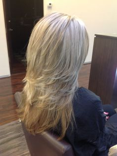 Pattern matching blonde highlights with medium length cascading layers on long…