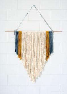 #DIY #guirlande #suspension #macrame: Yarn Wall Art, Yarn Wall Hanging, Diy Wall Art, Diy Art, Wall Hangings, Hanging Art, Hanging Chair, Decoration Creche, Mur Diy