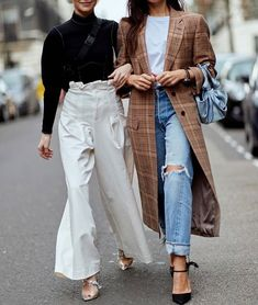 Jeans or trousers? Daily Fashion, Fashion Week, Fashion Addict, Look Fashion, Spring Fashion, Winter Fashion, Fashion Outfits, Style Casual, Casual Outfits