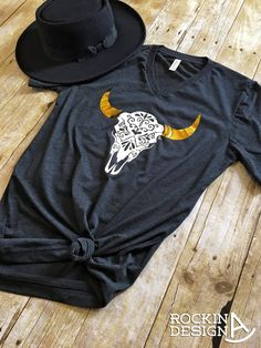 Carved Cow Skull / gold foil horns / unisex v-neck graphic t shirt / western / southwestern / cowgirl / boho Country Outfits, Western Outfits, Western Wear, Country Girls, Rodeo Shirts, Cow Shirt, Boho Fashion, Womens Fashion, Cowgirl Fashion