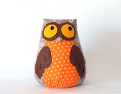 Items similar to Owl toy plush owl staffed owl plush doll toy on Etsy 21st Gifts, Diy Gifts, Craft Projects, Sewing Projects, Owl Pillow, Felt Owls, Owl Always Love You, Ceramic Owl, Baby Knitting Patterns