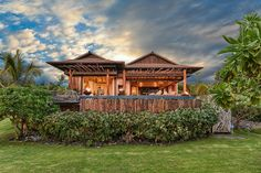 A place in Kona, Hawaii that incorporates traditional Hawaiian design features. [OC] 1680 x 1120 : CozyPlaces Real Estate Photography Pricing, Real Estate Photographer, Resort Management, Maui Vacation Rentals, Maui Photographers, 360 Virtual Tour, West Maui, Kona Hawaii, Hawaii Homes