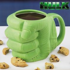 Mug Hulk Poing 3D Marvel. Kas Design, distributeurs de produits originaux.