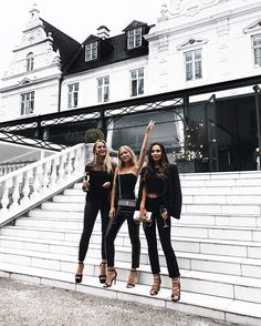 Checking in at the Dior castle w my girls! Thank you and for an amazing evening. Best Friend Pictures, Bff Pictures, Friend Photos, Cute Photos, Best Friend Goals, My Best Friend, Shooting Photo Amis, Ft Tumblr, Gal Pal