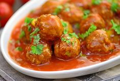 """Recipe """"Parmesan meatballs with tomato sauce"""" Banana Pie Recipe, Pressure Cooker Potatoes, Ground Beef And Potatoes, Macedonian Food, Parmesan Meatballs, Easy Japanese Recipes, Meat Appetizers, Food Garnishes, Kitchens"""